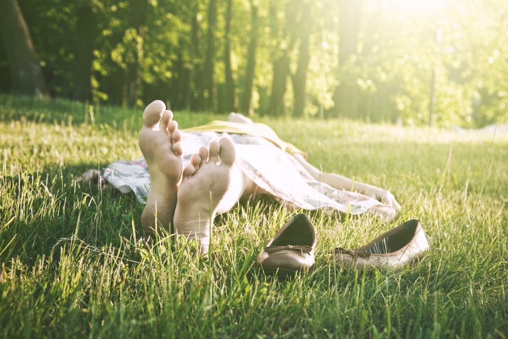 All You Need to Know About 'Grounding' & How to Do it!